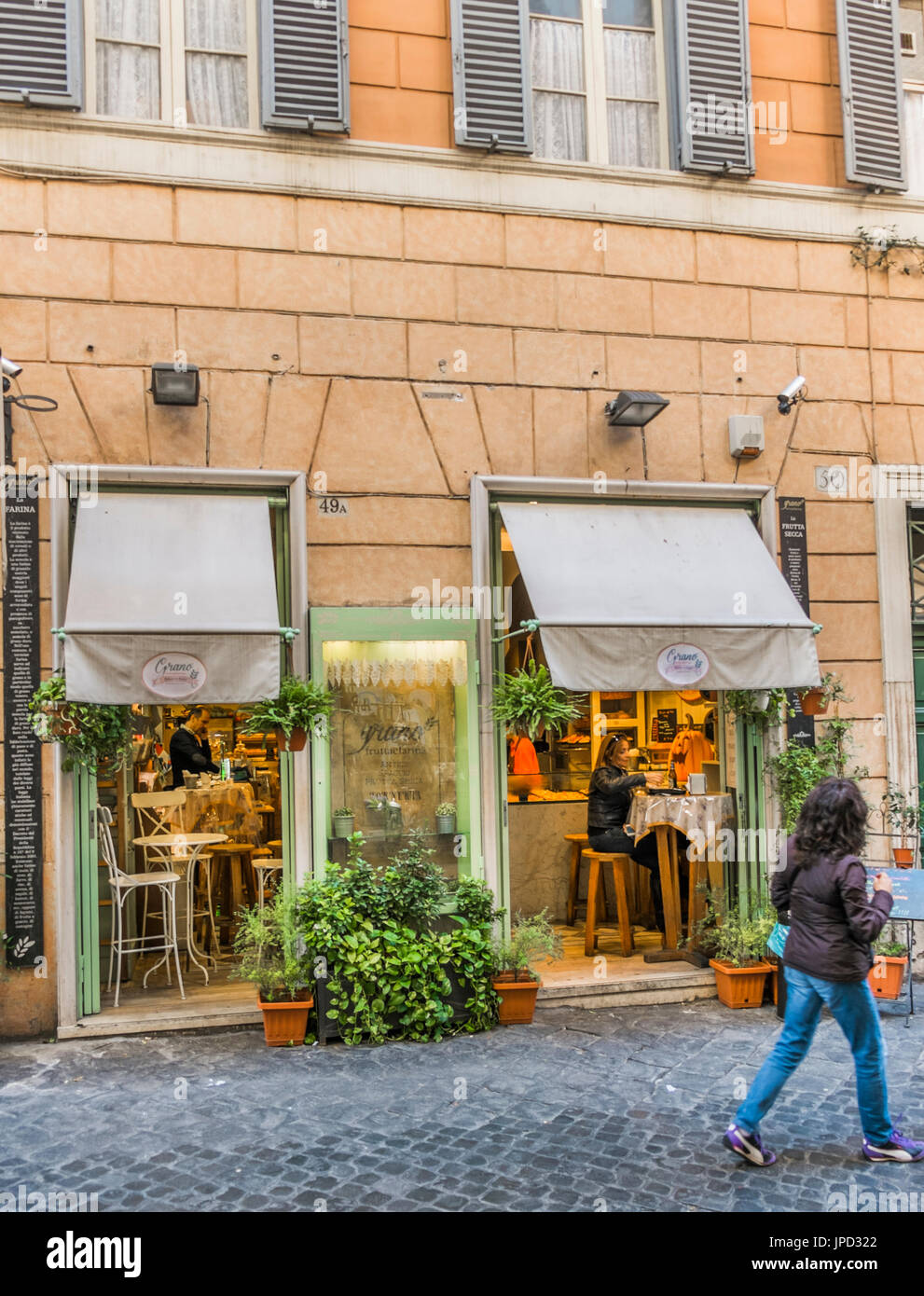 street scene in front of grano frutta e farina bakery and bistro/coffehouse, via della croce, 49/A , roma, lazio, Stock Photo
