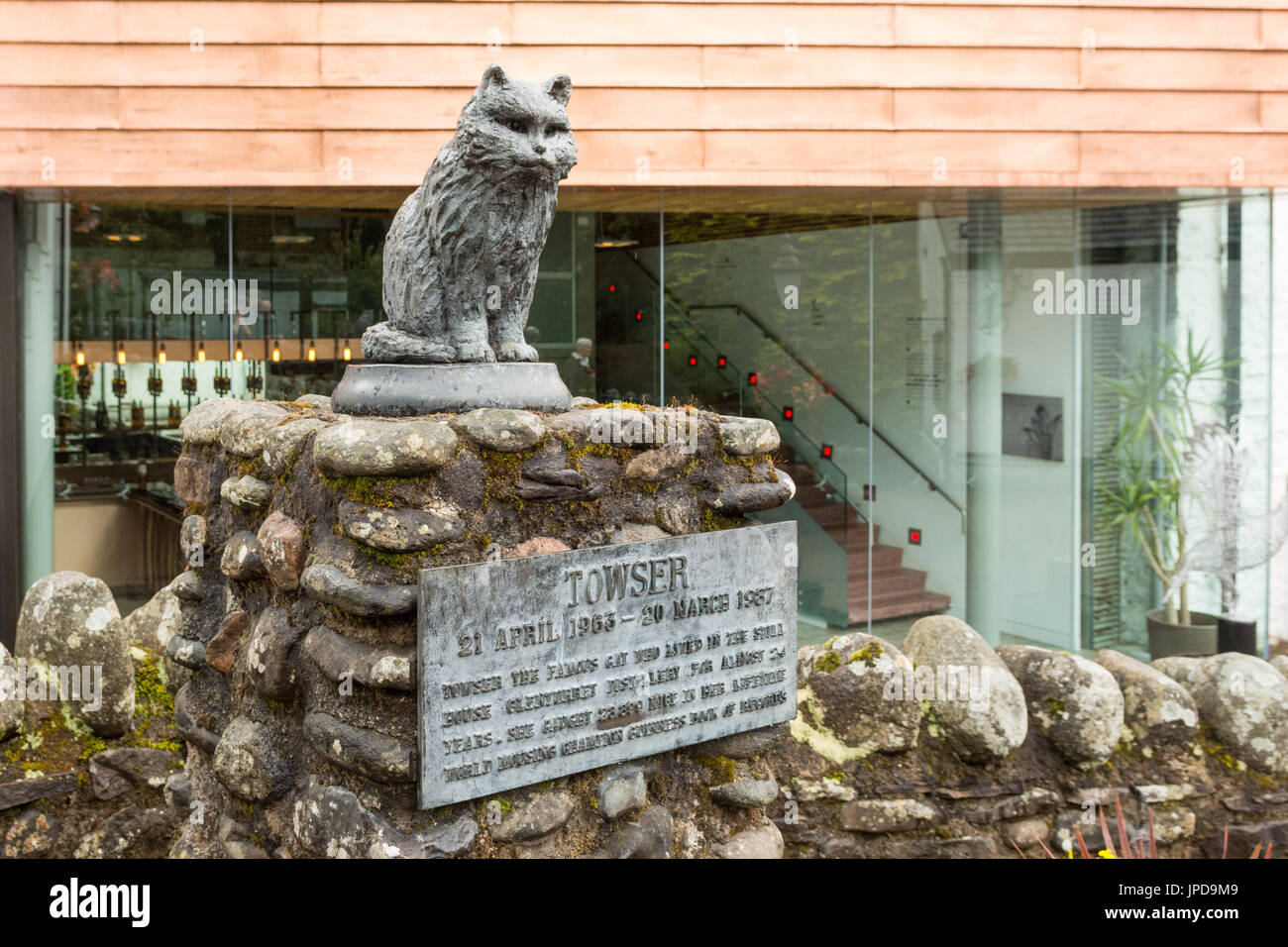 The Famous Grouse Experience - statue of Towser cat - Stock Image