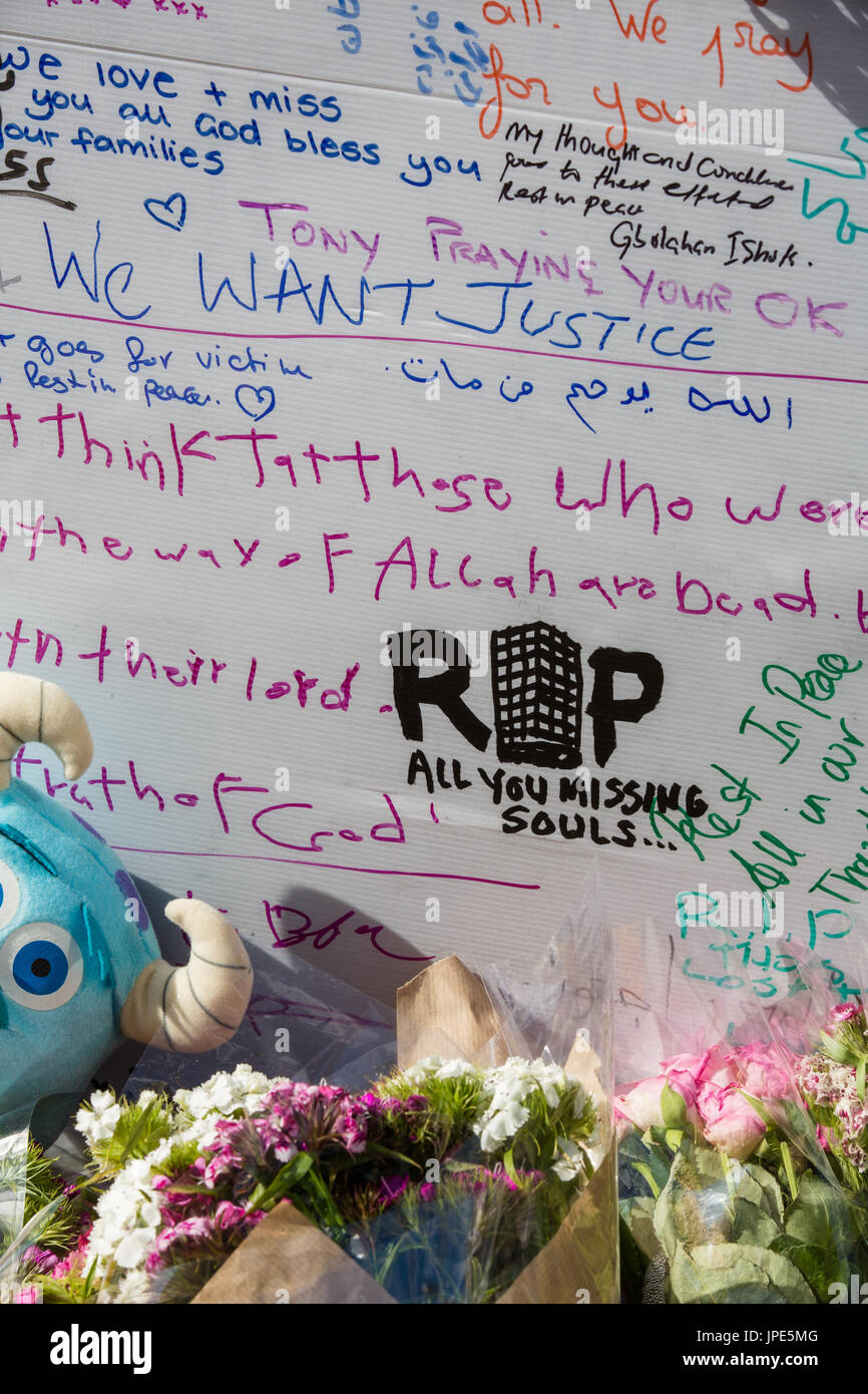 Tributes and messages of condolence on the memorial wall for the victims of  the Grenfell Tower fire - Stock Image