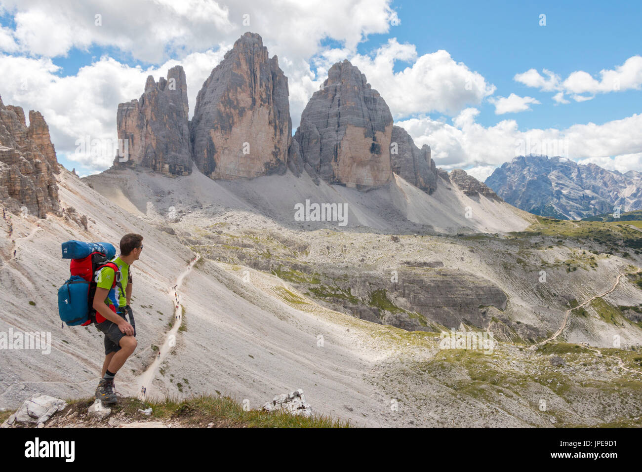 Hicker admire the Three Peaks of Lavaredo. Sesto Dolomites, Trentino Alto Adige, Italy, Europe - Stock Image