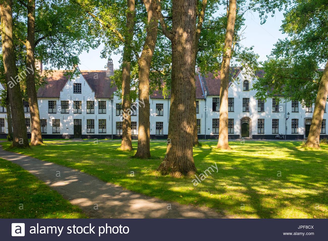 Belgium, West Flanders (Vlaanderen), Bruges (Brugge). Begijnhof (Beguinage) of Bruges. - Stock Image