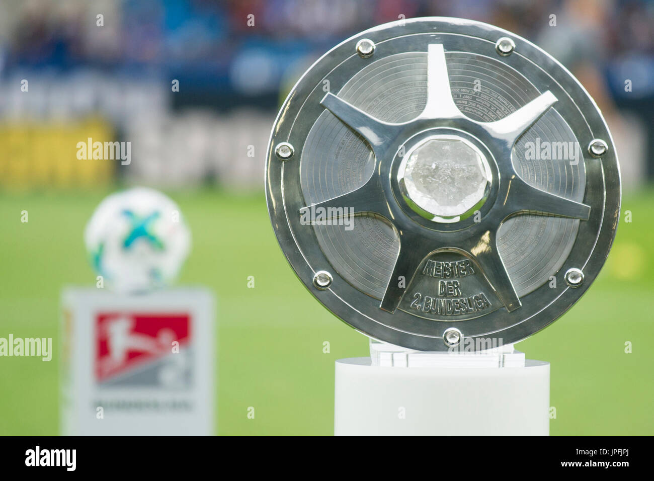 Meisterschale Der Zweiten Bundesliga Pokal Schale Fussball 2 Bundesliga 1 Spieltag Vfl Bochum Bo Fc St Pauli Hamburg Pauli 0 1 Am 28 07 2017 In Bochum Deutschland Verwendung Weltweit Stock Photo Alamy
