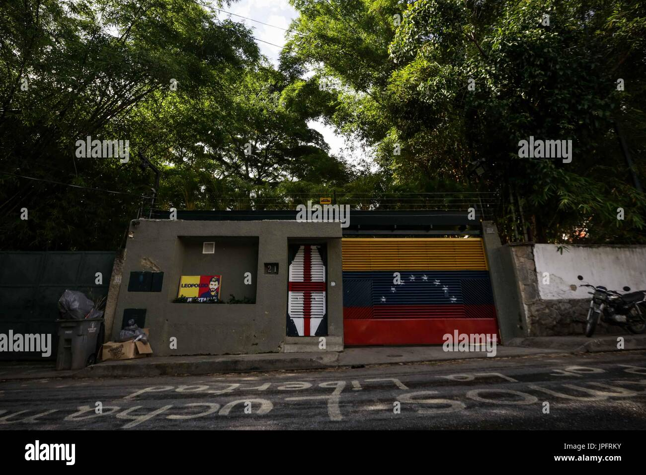 A view of the exterior of Leopoldo Lopez's house in Caracas, Venezuela, 01 August 2017. Venezuelan opposition leaders Leopoldo Lopez and Antonio Ledezma had their home arrest revocated for alleged escape suspicions by the Attorneys Office, and put back to jail at the Ramo Verde military prison. EFE/Cristian Hernandez - Stock Image