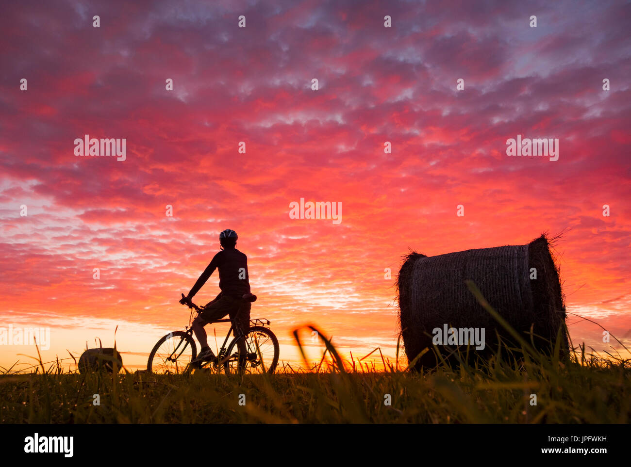 Billingham, north east England, UK, 2nd August, 2017. UK Weather: Shepherds warning sky. As a band of early morning Stock Photo
