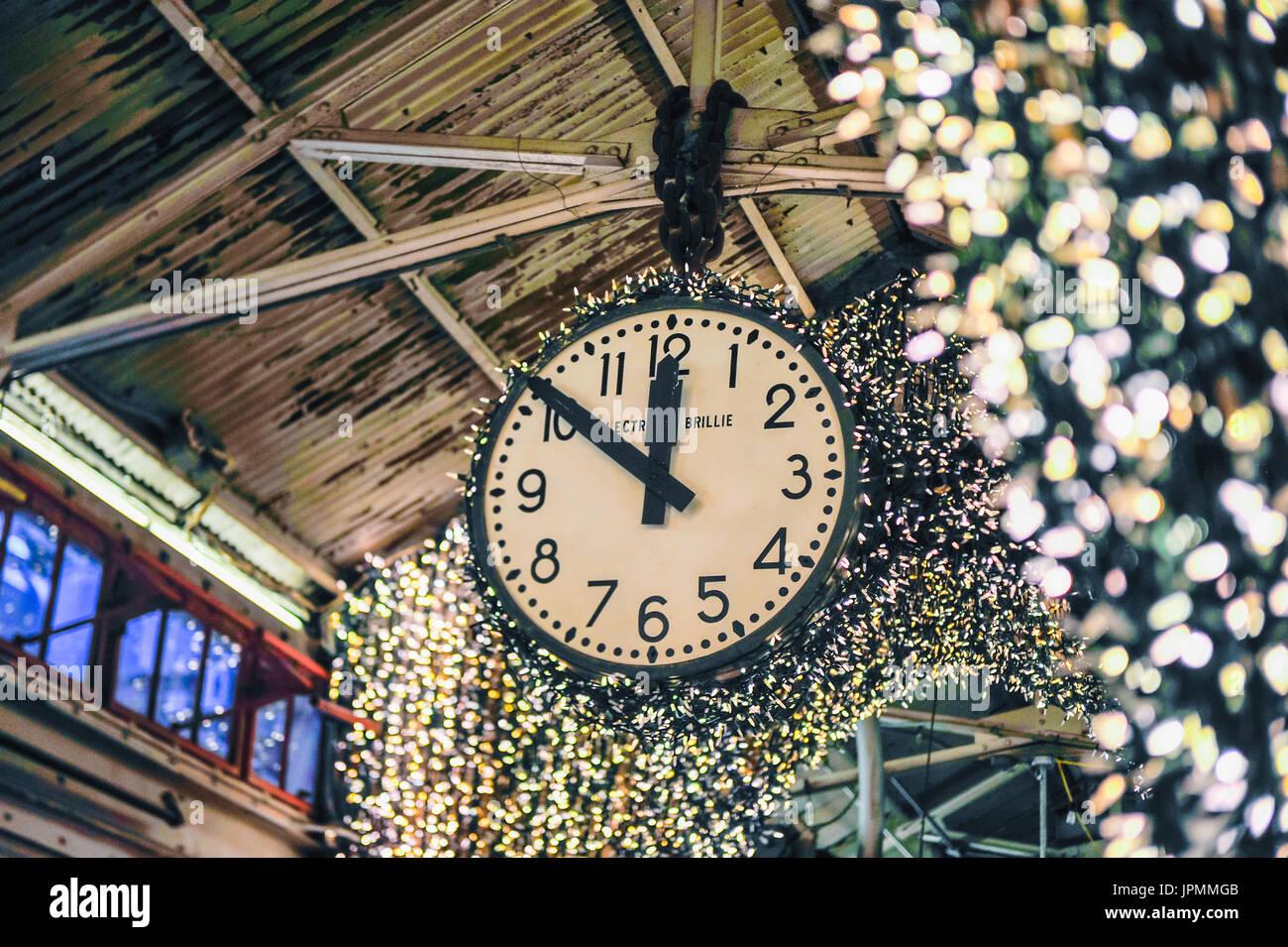 Very Antique Clocks Stock Photos & Antique Clocks Stock Images - Alamy HV97