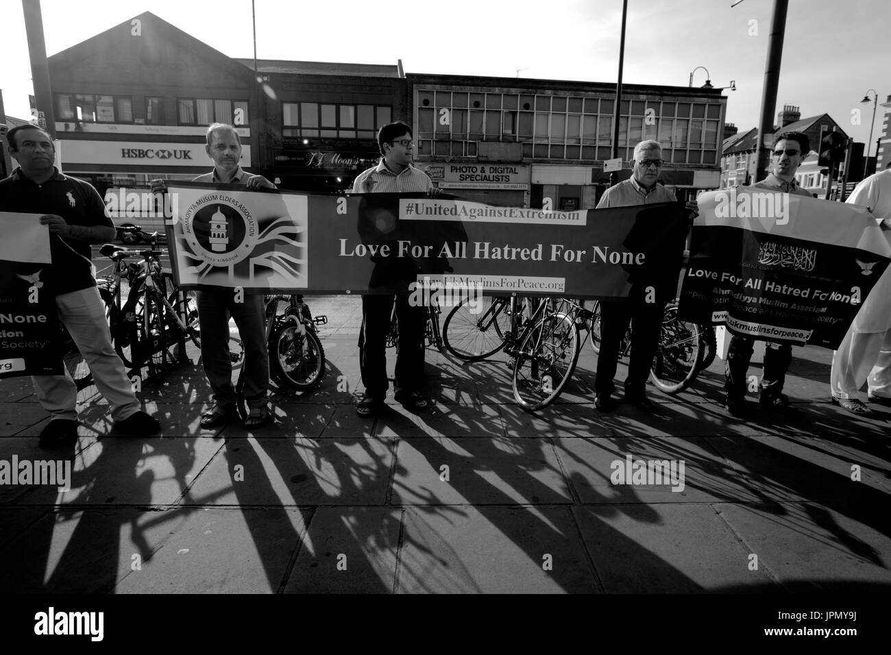 Vigil for Peace at Tooting Broadway Station - Stock Image