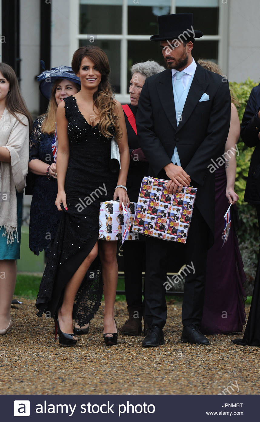 towie-cast-film-their-royal-wedding-theme-finale-they-celebrated-nanny-JPNMRT Towie Cast Film Their Royal Wedding Theme Finale They Celebrated Nanny Pats Birthday At Addington Palace In Croydon She Was The Queen And The Cast Had