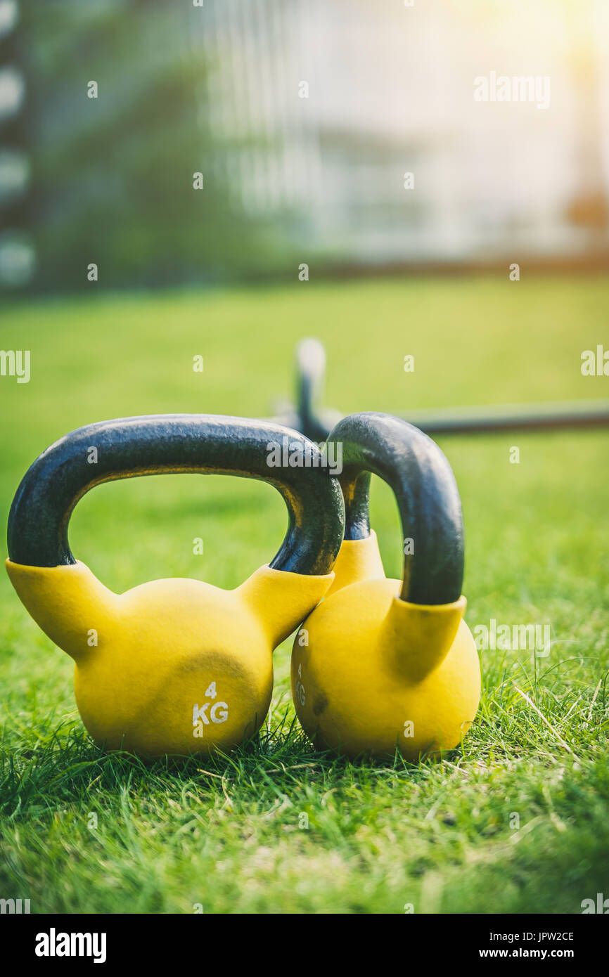yellow weights 4kg - Stock Image