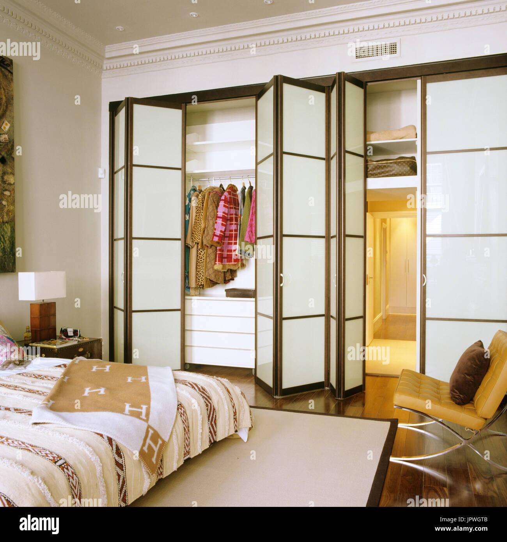 Folding screen closet - Stock Image