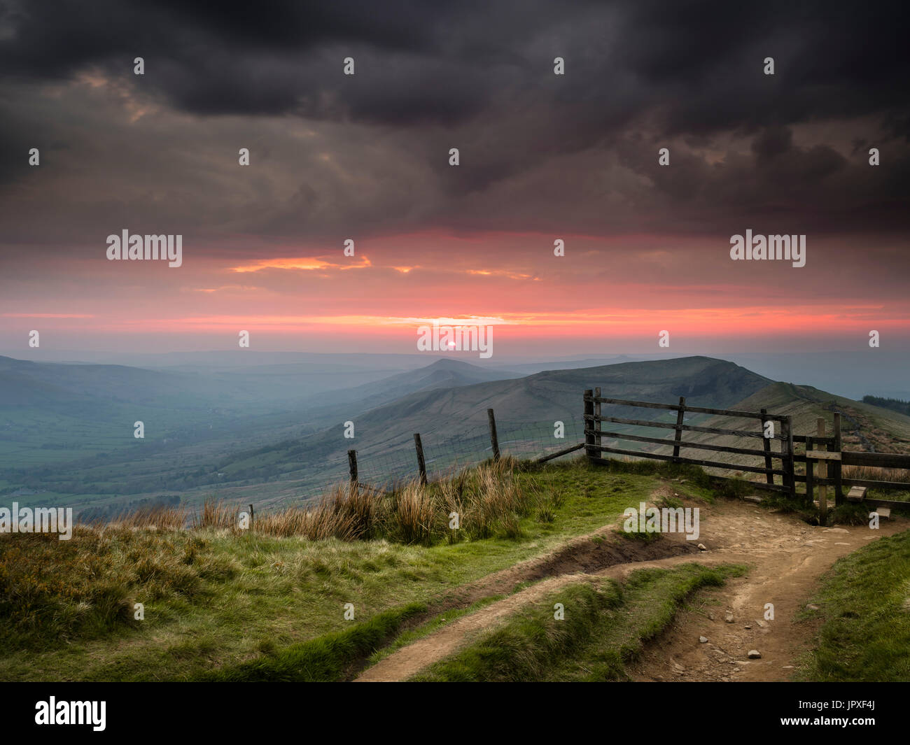Looking along the Mam Tor ridge from Rushup Edge at sunrise. - Stock Image