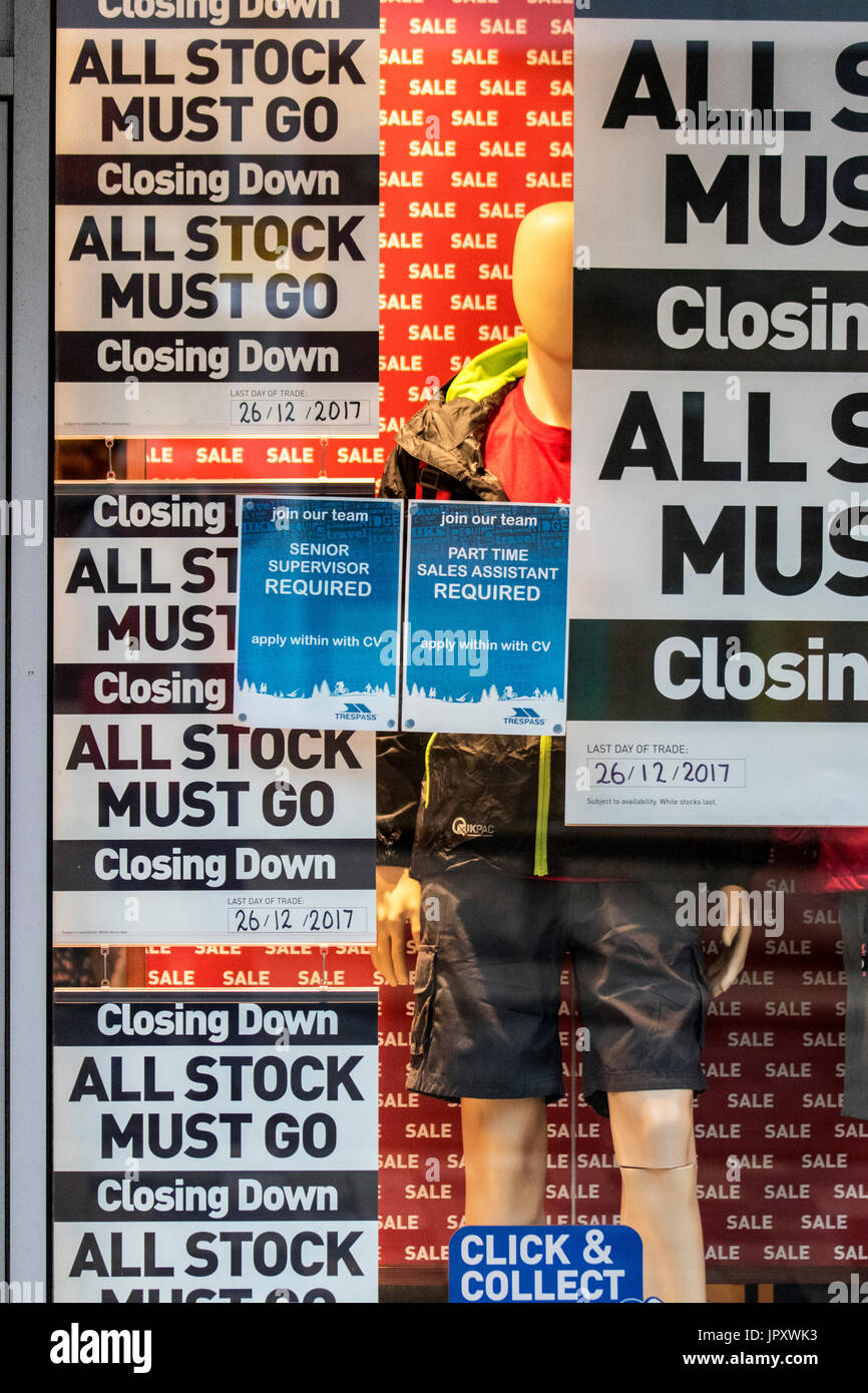 Empoloyment Staff wanted notice on shop window outside Trespass store in Preston city centre, which is closing down, Lancashire, UK - Stock Image