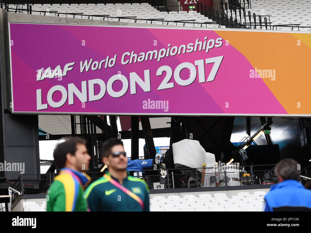 London, UK. 2nd Aug, 2017. Athletes look at the interior space of the Olympic Stadium in London, Britain on 2 August, Stock Photo