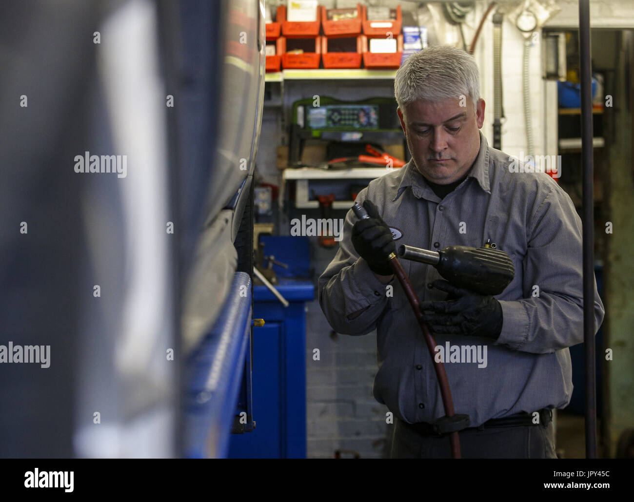 Davenport, Iowa, USA. 19th Jan, 2017. Mechanic Mike Waite breaks down his impact gun after replacing brake pads and rotors on a Chevy Impala at Dittmer's Service in Davenport on Thursday, January 19, 2017. In January of 2016, the family owned full-service gas station parted ways with Shell Oil Company. The four-pump station lost its big oil affiliation this when the Dittmer brothers refused to conform to the multinational oil and gasoline company's expectations. Credit: Andy Abeyta/Quad-City Times/ZUMA Wire/Alamy Live News - Stock Image