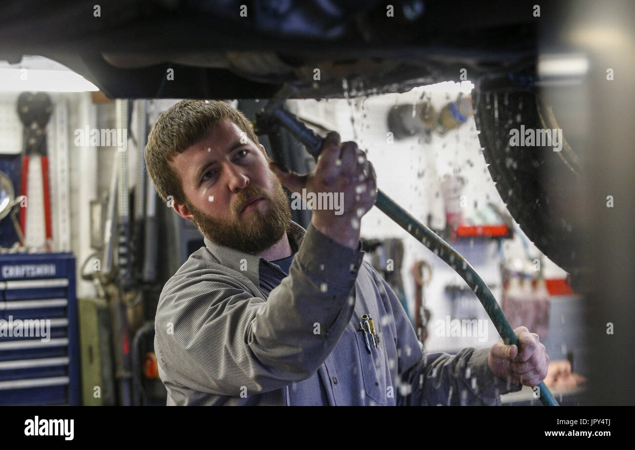 Davenport, Iowa, USA. 19th Jan, 2017. Manager Bill Dittmer, son of Co-Owner Scott Dittmer, washes the underside of a Honda Pilot after giving it an oil change at Dittmer's Service in Davenport on Thursday, January 19, 2017. In January of 2016, the family owned full-service gas station parted ways with Shell Oil Company. The four-pump station lost its big oil affiliation this when the Dittmer brothers refused to conform to the multinational oil and gasoline company's expectations. Credit: Andy Abeyta/Quad-City Times/ZUMA Wire/Alamy Live News - Stock Image
