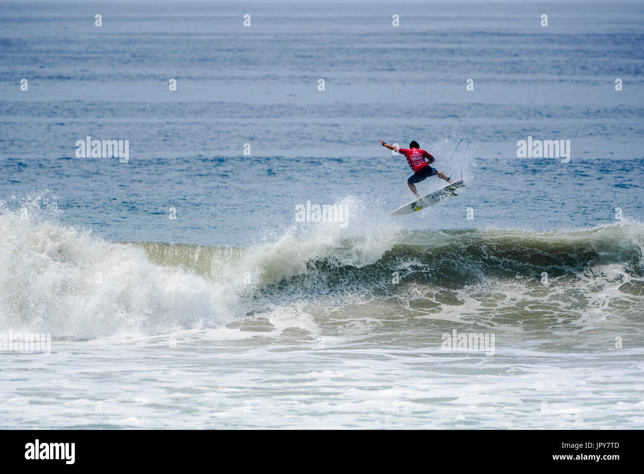 Huntington Beach, USA. 02 August, 2017. YKeanu Asing (USA-Hawaii) rotates above the lip in the men's QS competition at the 2017 VANS US Open of Surfing. Credit: Benjamin Ginsberg/Alamy Live News. - Stock Image