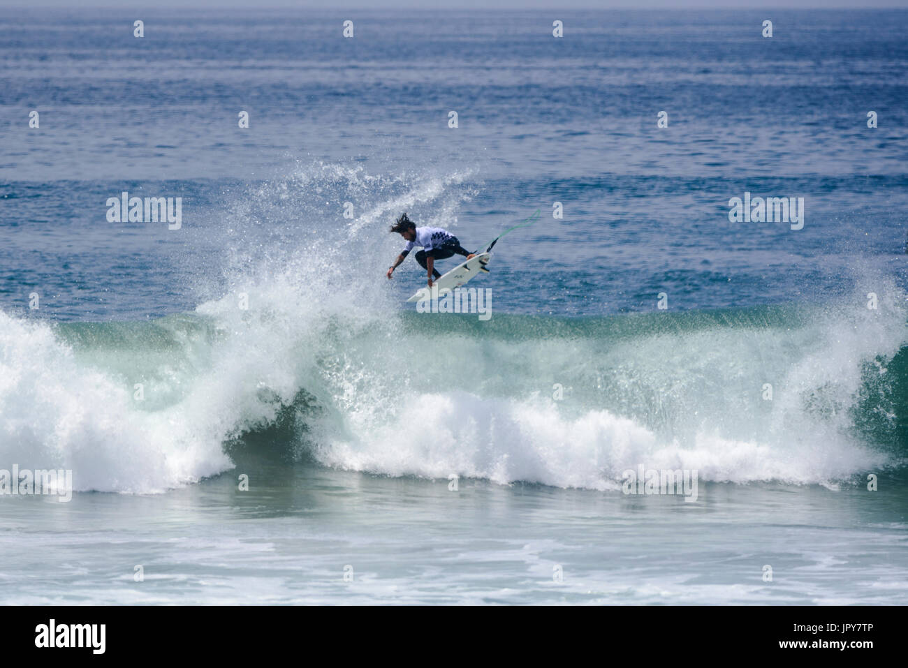 Huntington Beach, USA. 02 August, 2017. Heitor Alves (BRA) lands one of multiple airs during his round 2 heat of the men's QS competition at the 2017 VANS US Open of Surfing. Credit: Benjamin Ginsberg/Alamy Live News. - Stock Image
