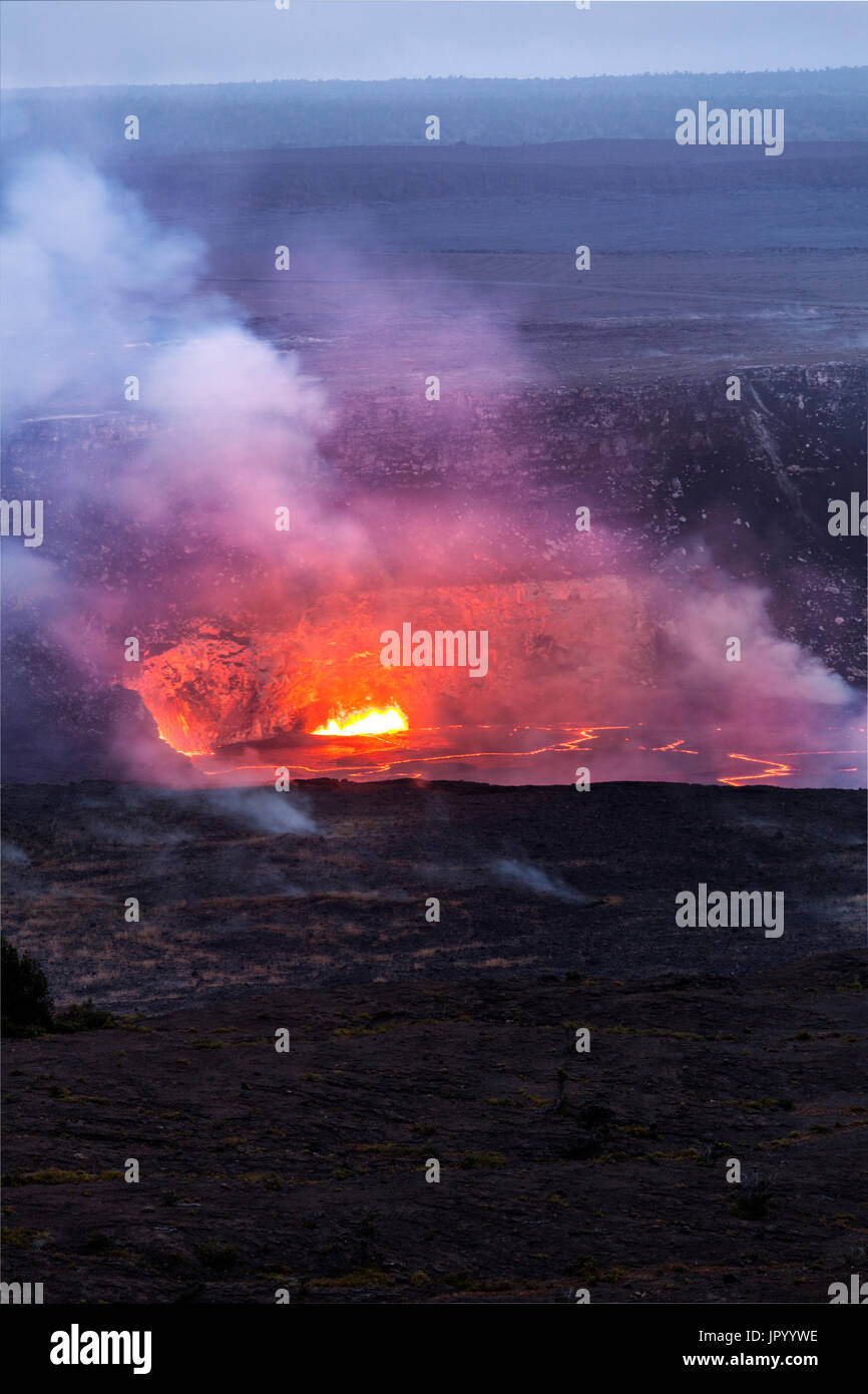 HI00246-00...HAWAI'I - Lava glowing in the Halema'uma'u Crater viewed from the Jaggar Museum in Volcanoes National Park on the island of Hawai'i. - Stock Image