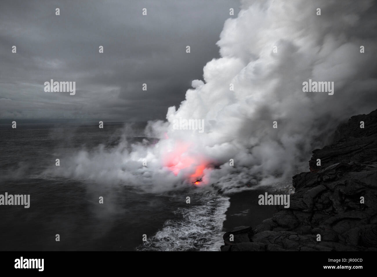 HI00288-00...HAWAI'I - Lava entering the ocean from the Pu'u O'o lava flow in Hawai'i Volcanoes National Park on the island of Hawai'i. - Stock Image