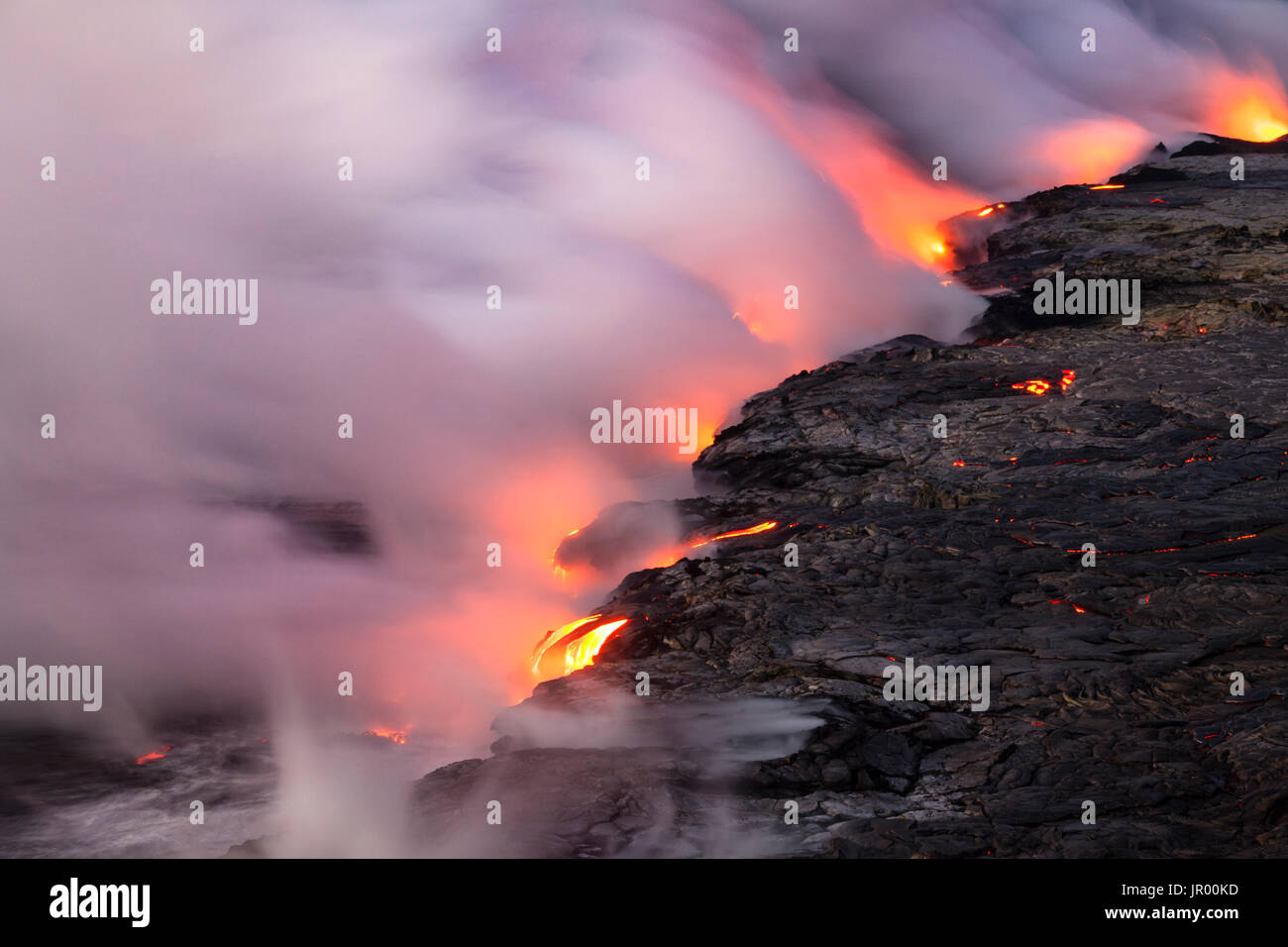 HI00341-00...HAWAI'I - Lava flowing into the Pacific Ocean from the East Riff Zoneof the Kilauea Volcano on the Island of Hawai'i. - Stock Image
