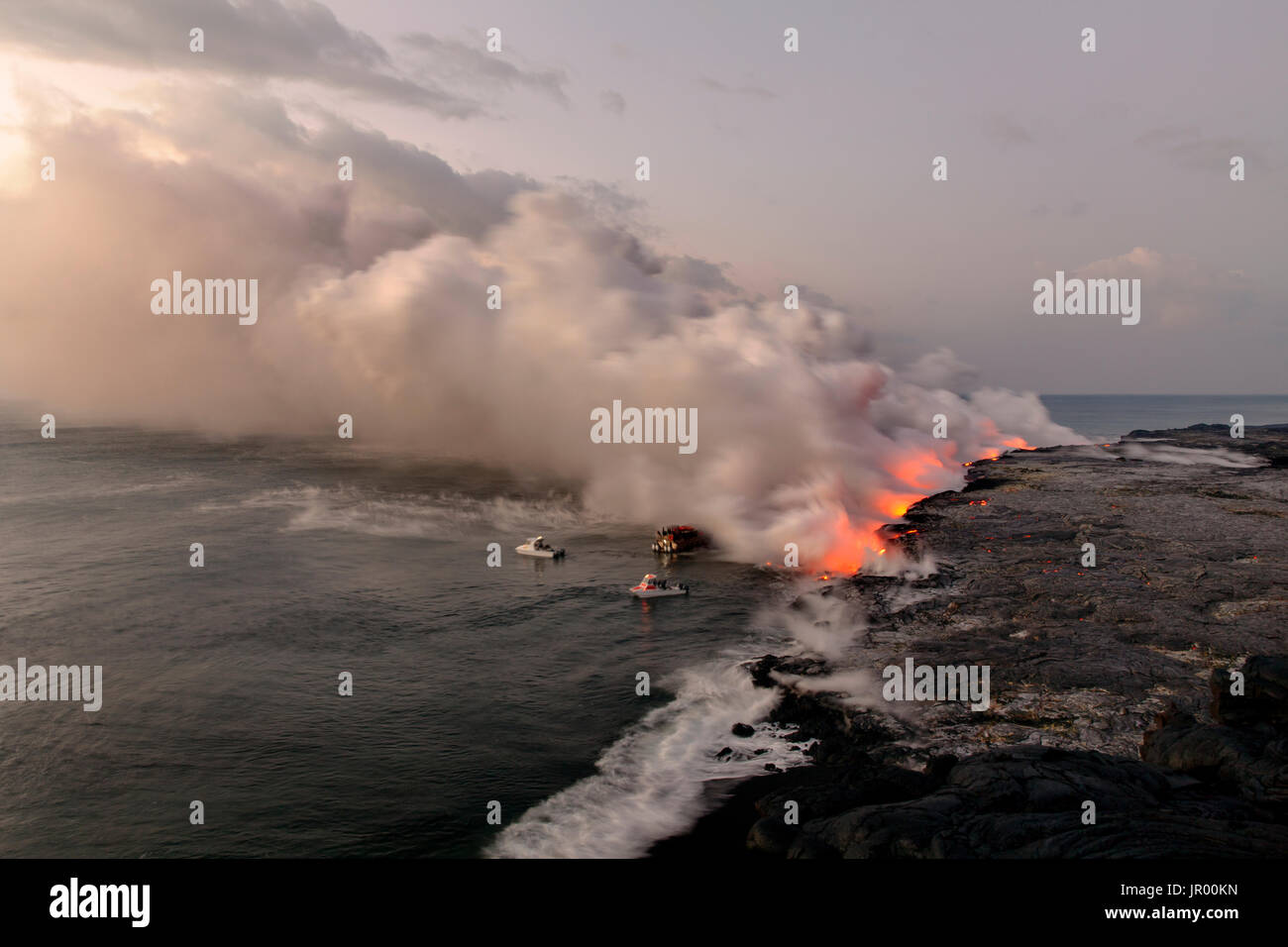 HI00342-00...HAWAI'I - Boats approaching lava flowing into the Pacific Ocean from the East Riff Zoneof the Kilauea Volcano on the Island of Hawai'i. - Stock Image
