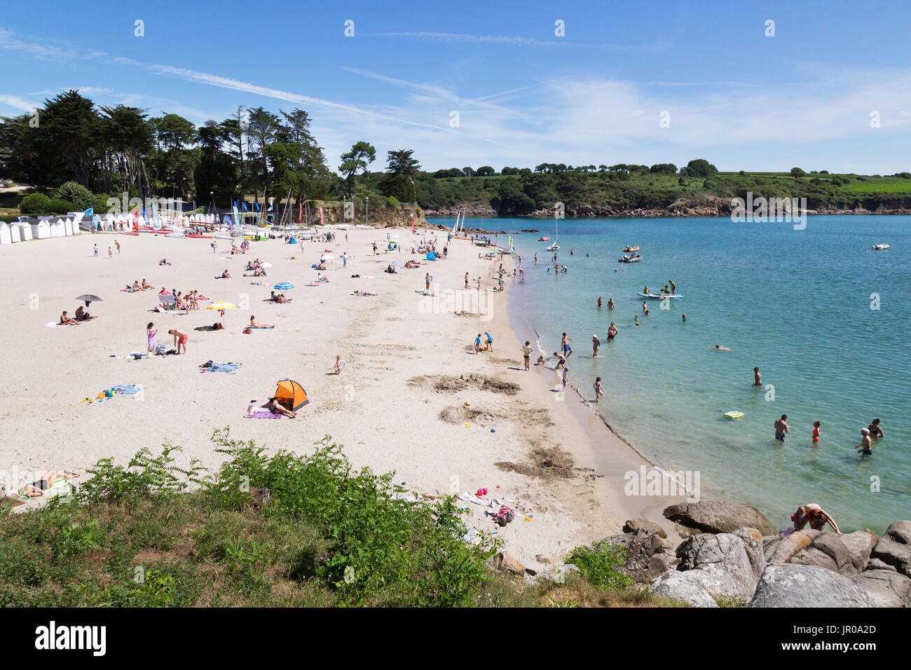 France beach - tourists sunbathing on Port Manec'h beach, Finistere, Brittany northern France Europe - Stock Image