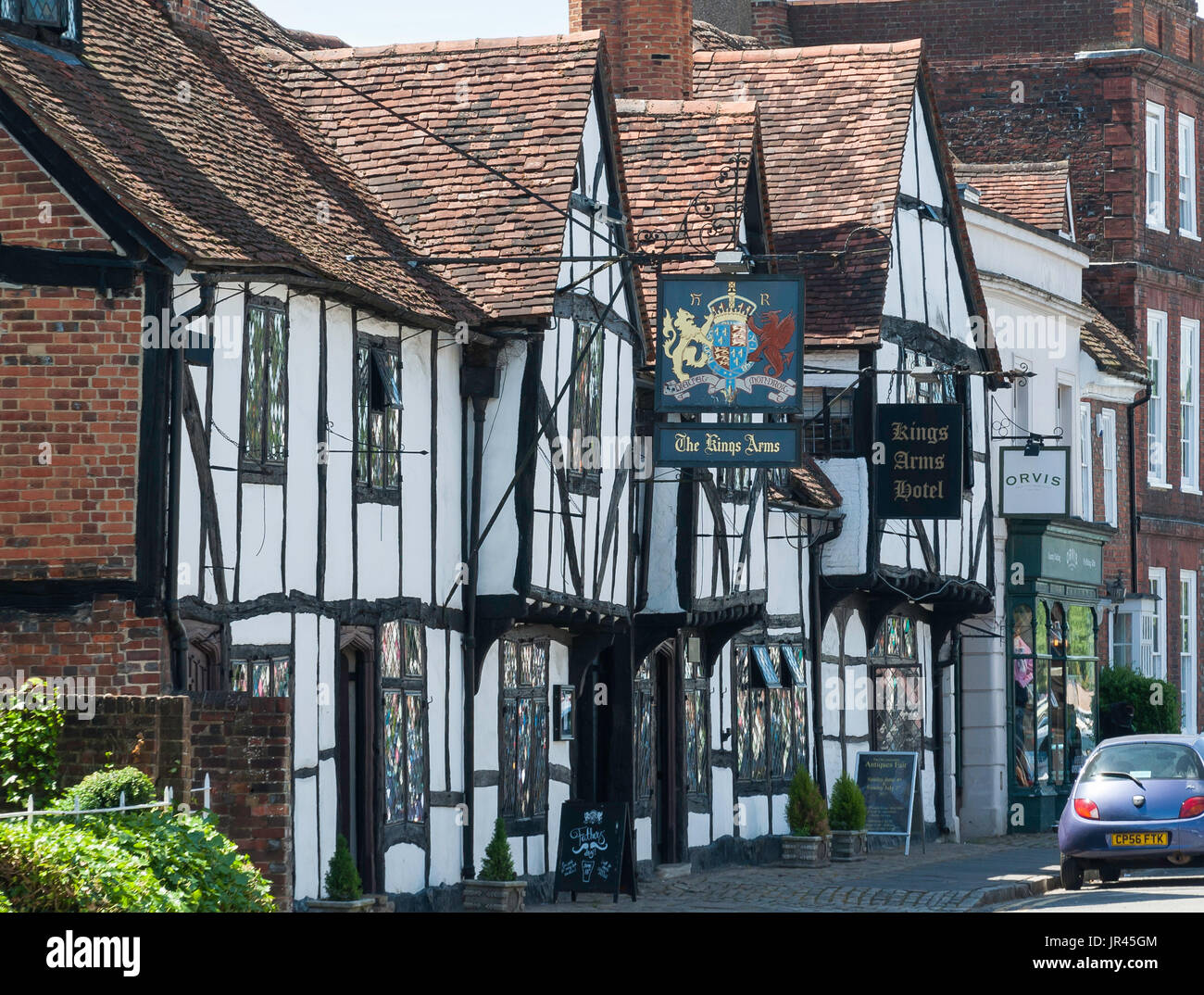 15th century The King's Arms Hotel, High Street, Old Amersham, Buckinghamshire, England, United Kingdom Stock Photo