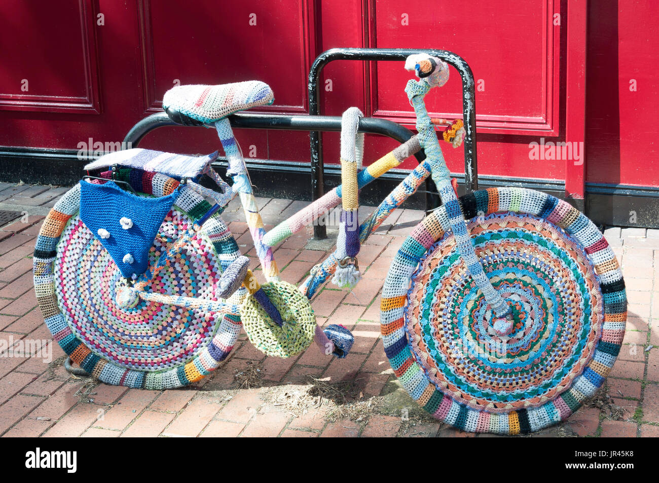 Woollen crafted bicycle outside Brazil's Cafe, Market Square, Chesham, Buckinghamshire, England, United Kingdom - Stock Image