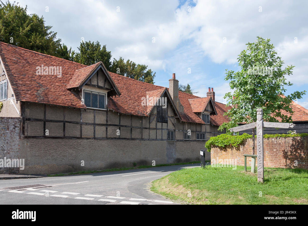 Ancient barn and wooden sign post, Taylors Lane, Little Missenden, Buckinghamshire, England, United Kingdom - Stock Image
