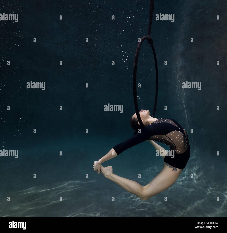 Young brunette performing underwater, Virginia Beach, VA - Stock Image