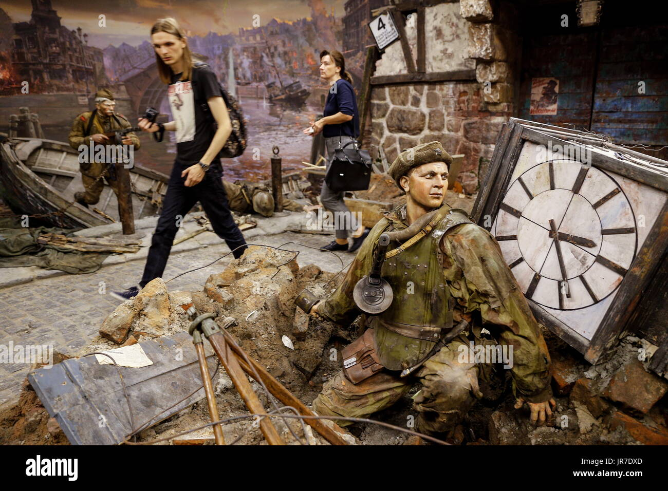 Kaliningrad Region, Russia. 3rd Aug, 2017. Visitors view a 3-dimensional panoramic exhibition titled 'Konigsberg 1945: the Final Assault' at the Kaliningrad Region Museum of History and Arts; the 360-degree display which depicts the April 1945 assault by the Red Army on the city of Konigsberg in WWII, is an artwork by the Nevsky Batalist team led by Dmitry Poshtarenko. Credit: Vitaly Nevar/TASS/Alamy Live News - Stock Image