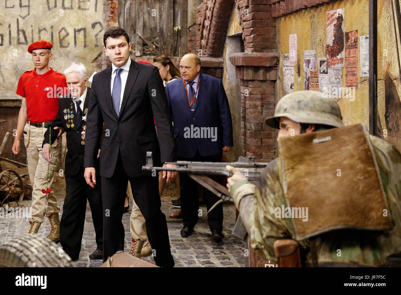 Kaliningrad Region, Russia. 3rd Aug, 2017. War veteran Ivan Tikhonov (2nd L) who took part in the final assault on Konigsberg in 1945, and the acting governor of Kaliningrad Region, Anton Alikhanov (3rd L), view a 3-dimensional panoramic exhibition titled 'Konigsberg 1945: the Final Assault' at the Kaliningrad Region Museum of History and Arts; the 360-degree display, which depicts the April 1945 assault by the Red Army on the city of Konigsberg in WWII, is an artwork by the Nevsky Batalist team led by Dmitry Poshtarenko. Credit: Vitaly Nevar/TASS/Alamy Live News - Stock Image