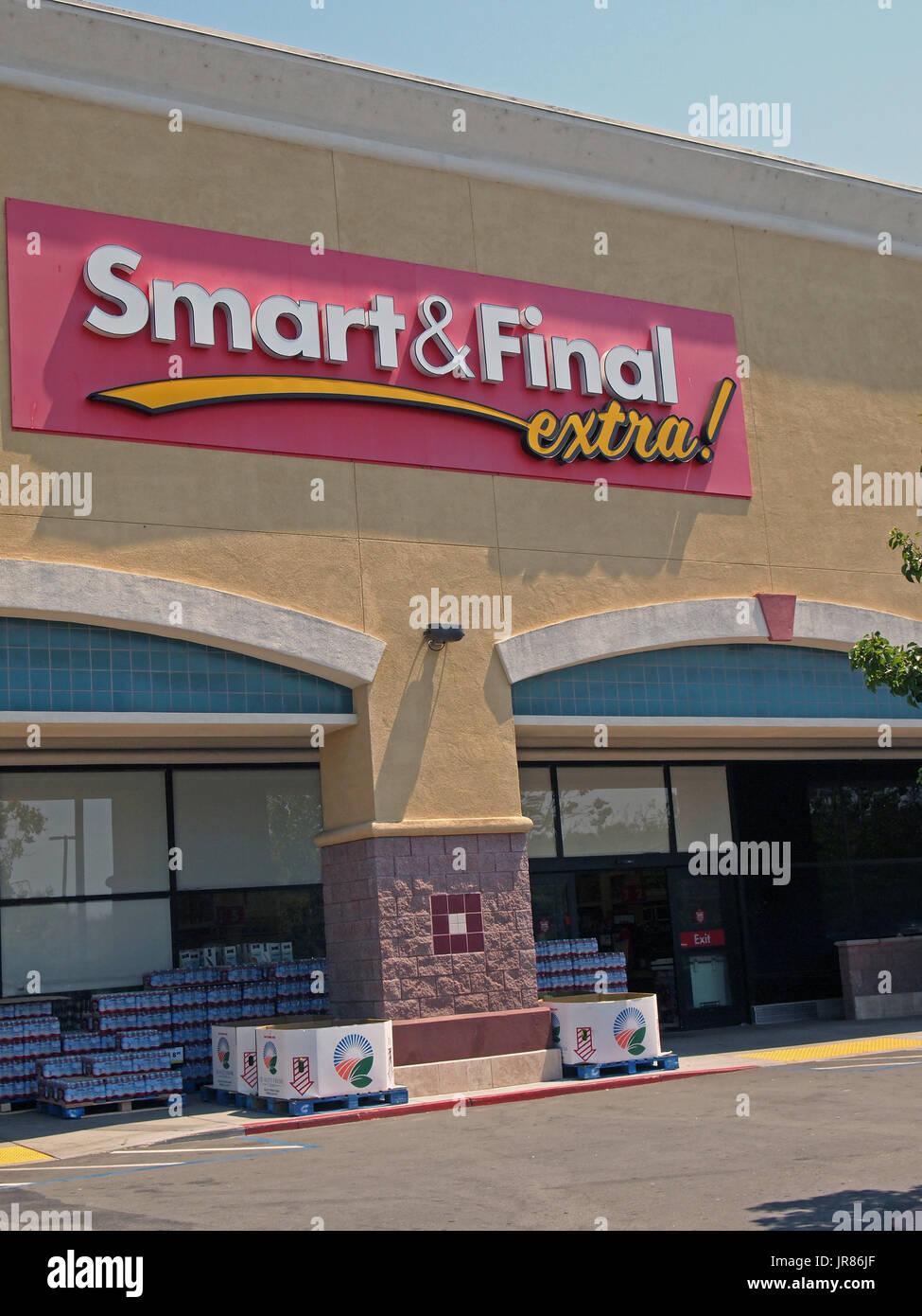 Smart & Final extra store, Union City, California, - Stock Image