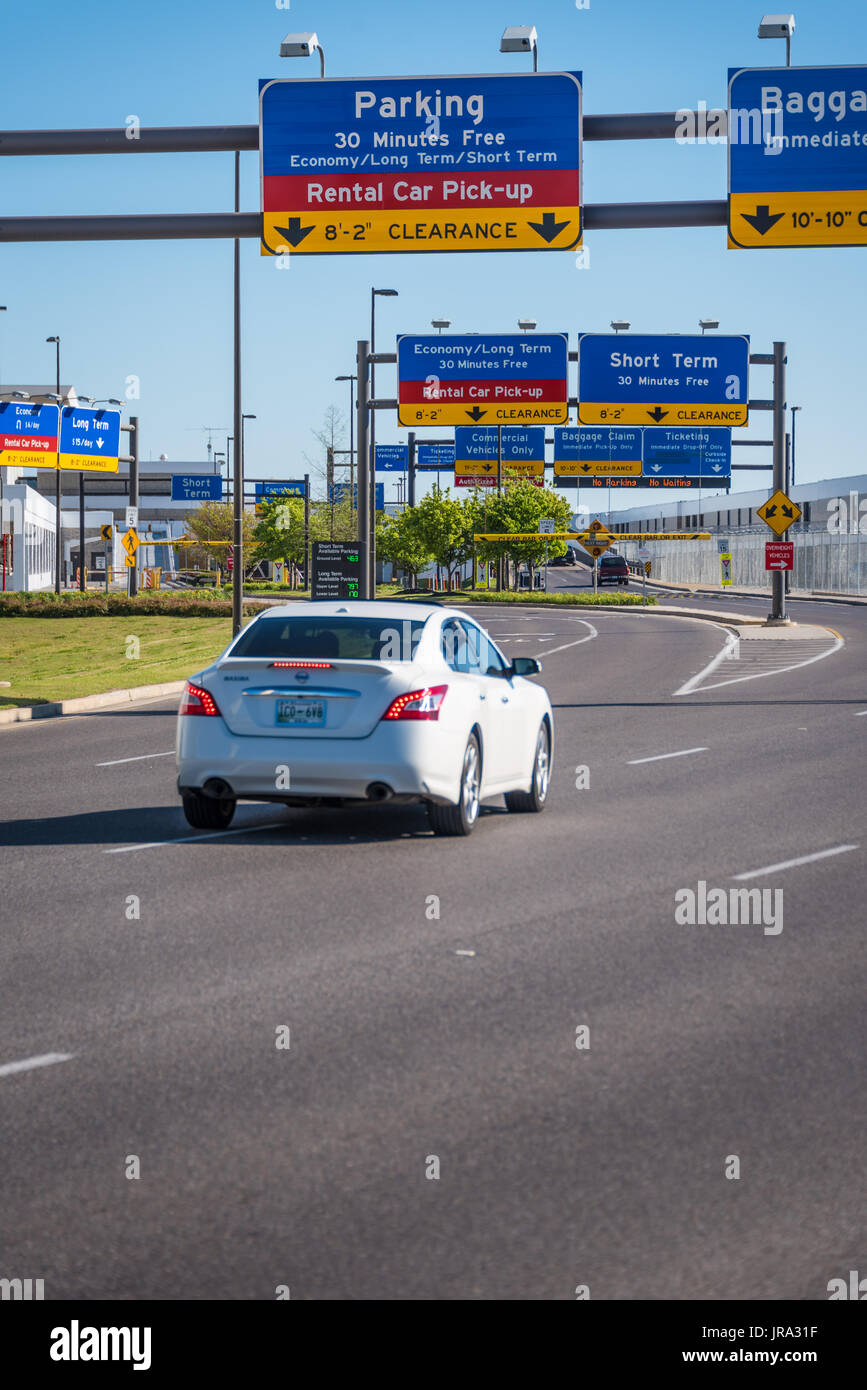 Rent A Car Memphis Tn >> Airport Parking And Rental Car Signage Over The Entry Lanes At Stock