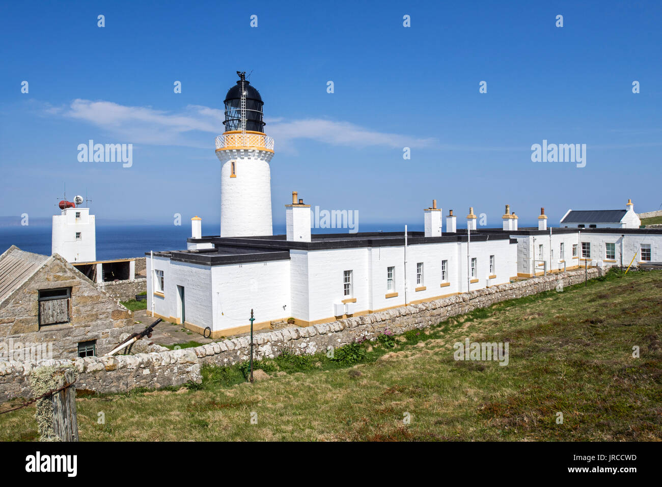 Dunnet Head Lighthouse on cliff top of Easter Head on Dunnet Head, peninsula in Caithness, Scotland, UK - Stock Image
