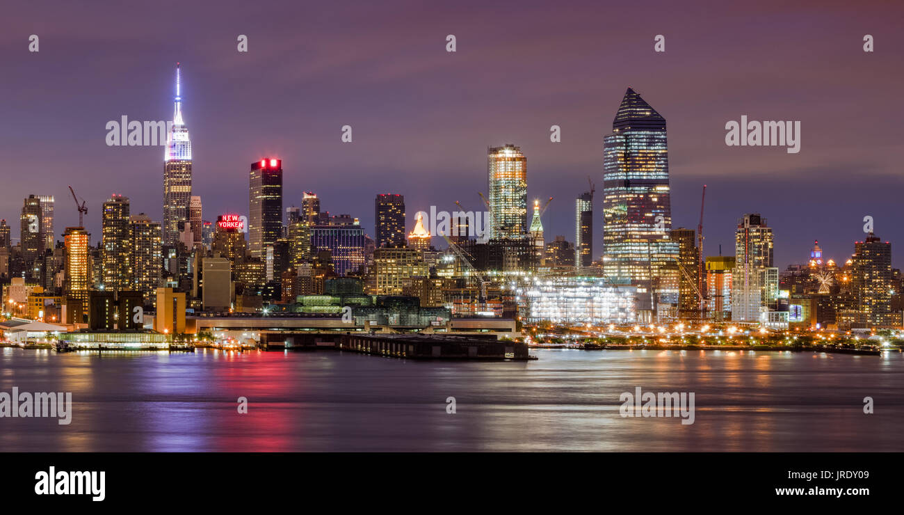 Midtown West skyline at twilight with the Empire State Building and the Hudson Yards construction site. Manhattan, Stock Photo