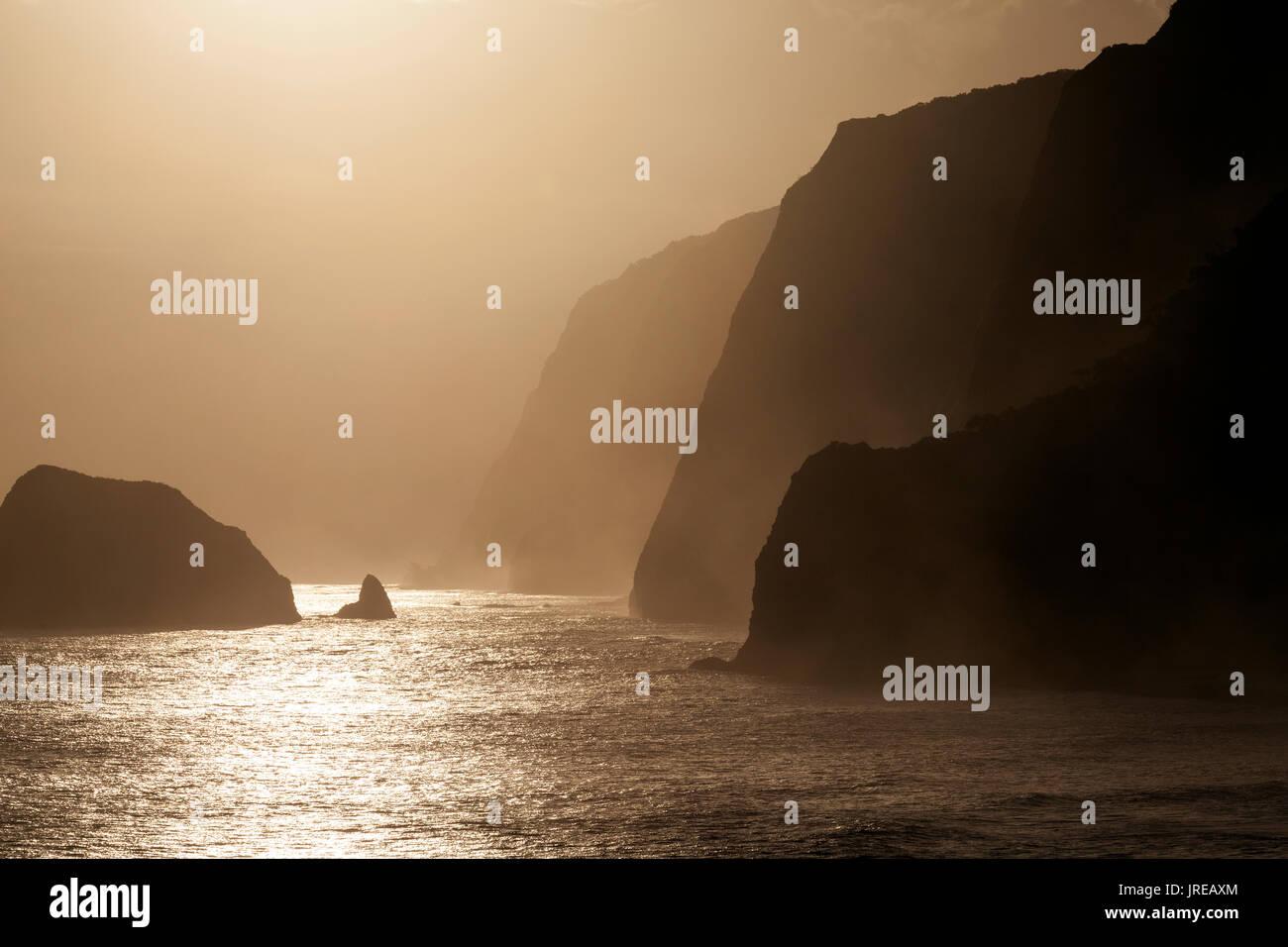 HI00439-00...HAWAI'I - Sunrise over the Pacific Ocean from Pololu Valley-Lookout along the Hamakua Coast of the island of Hawai'i. - Stock Image