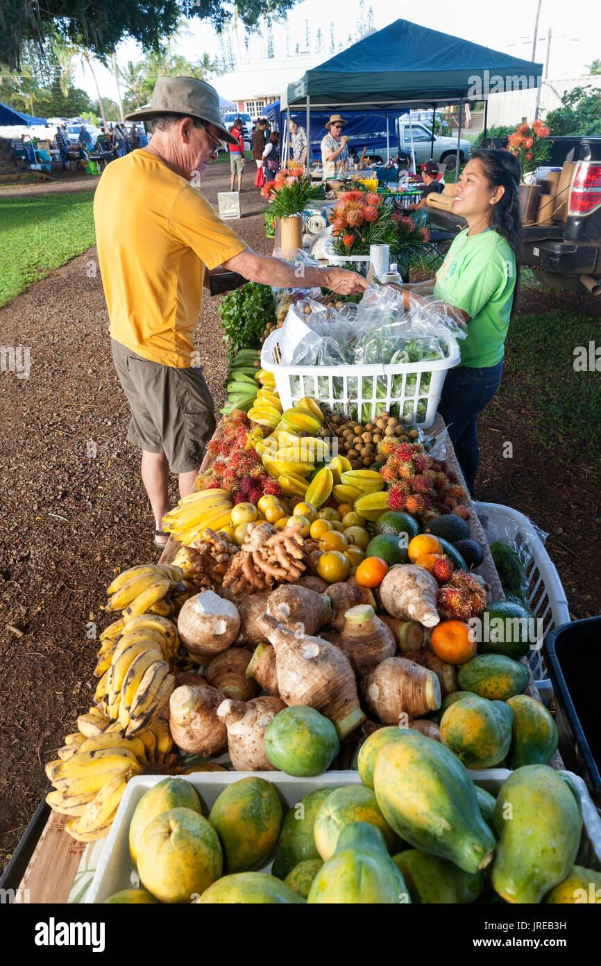 HI00443-00...HAWAI'I - Fruit at Honoka'a Saturday Market along the Hamakua Coast on the island of Hawai'i. - Stock Image