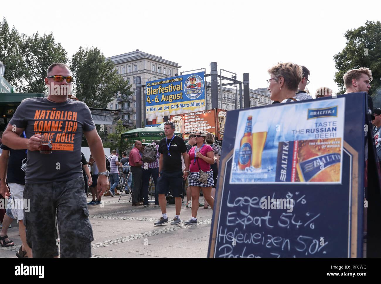 Berlin, Germany. 4th Aug, 2017. Visitors taste beer during the 21st International Berlin Beer Festival in Berlin, Stock Photo