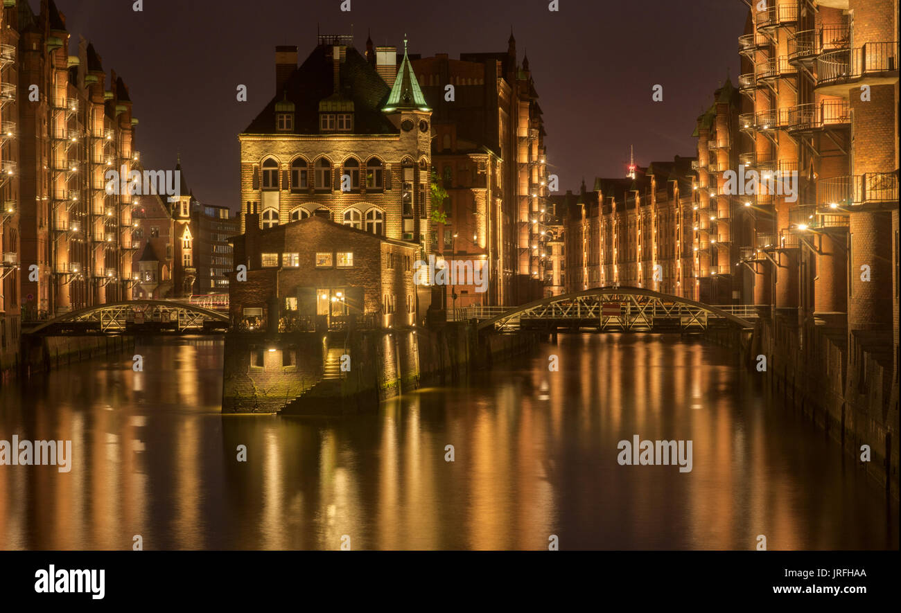 old warehouses in the Hafen City of Hamburg at night - Stock Image