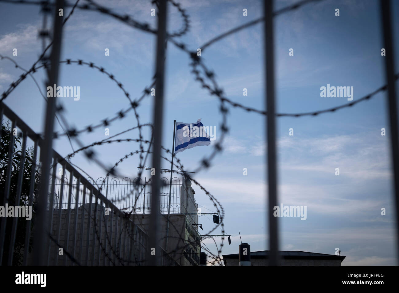Wire Fencing Stock Photos & Wire Fencing Stock Images - Alamy