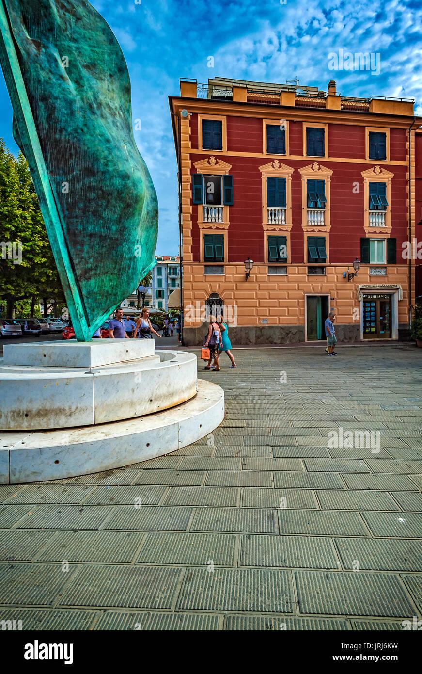 Italy Liguria Sestri Levante Piazza Bo 'Vela Per Colombo ' By Giò Pomodoro - Stock Image