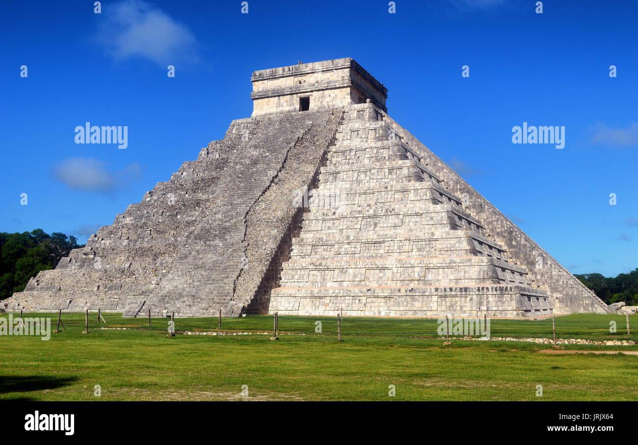 Temple warriors. Chichen itza .yucatan - Stock Image