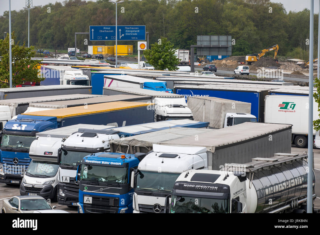 Truck Parking High Resolution Stock Photography And Images Alamy