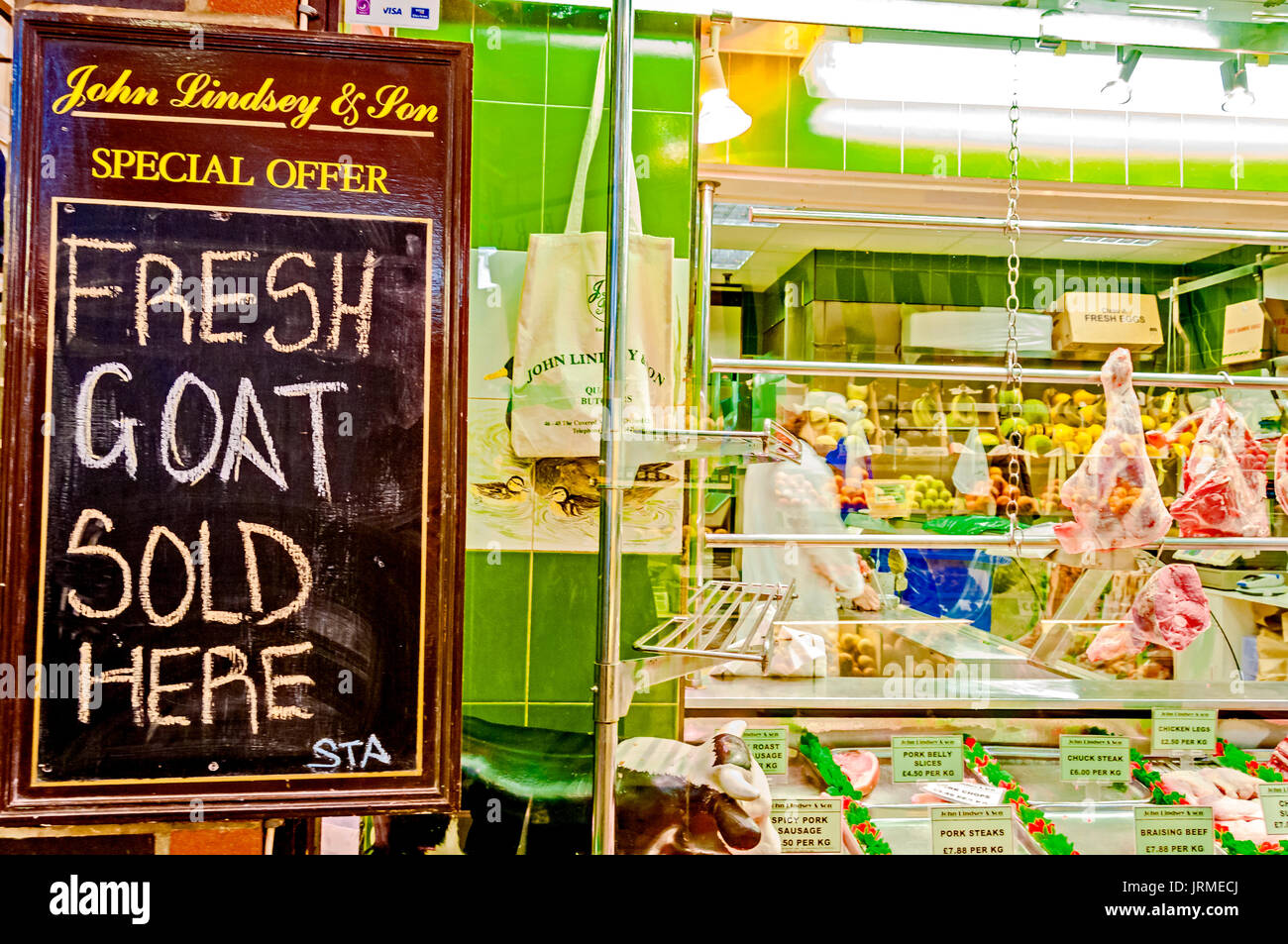Food on Display at a market stall, Covered market, Oxford; Auslage eines Marktstandes mit Fleisch in Oxford - Stock Image