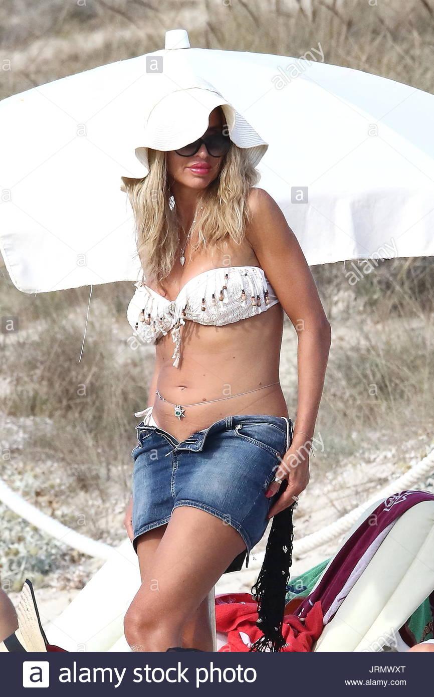 Ass Cleavage Valeria Marini naked photo 2017