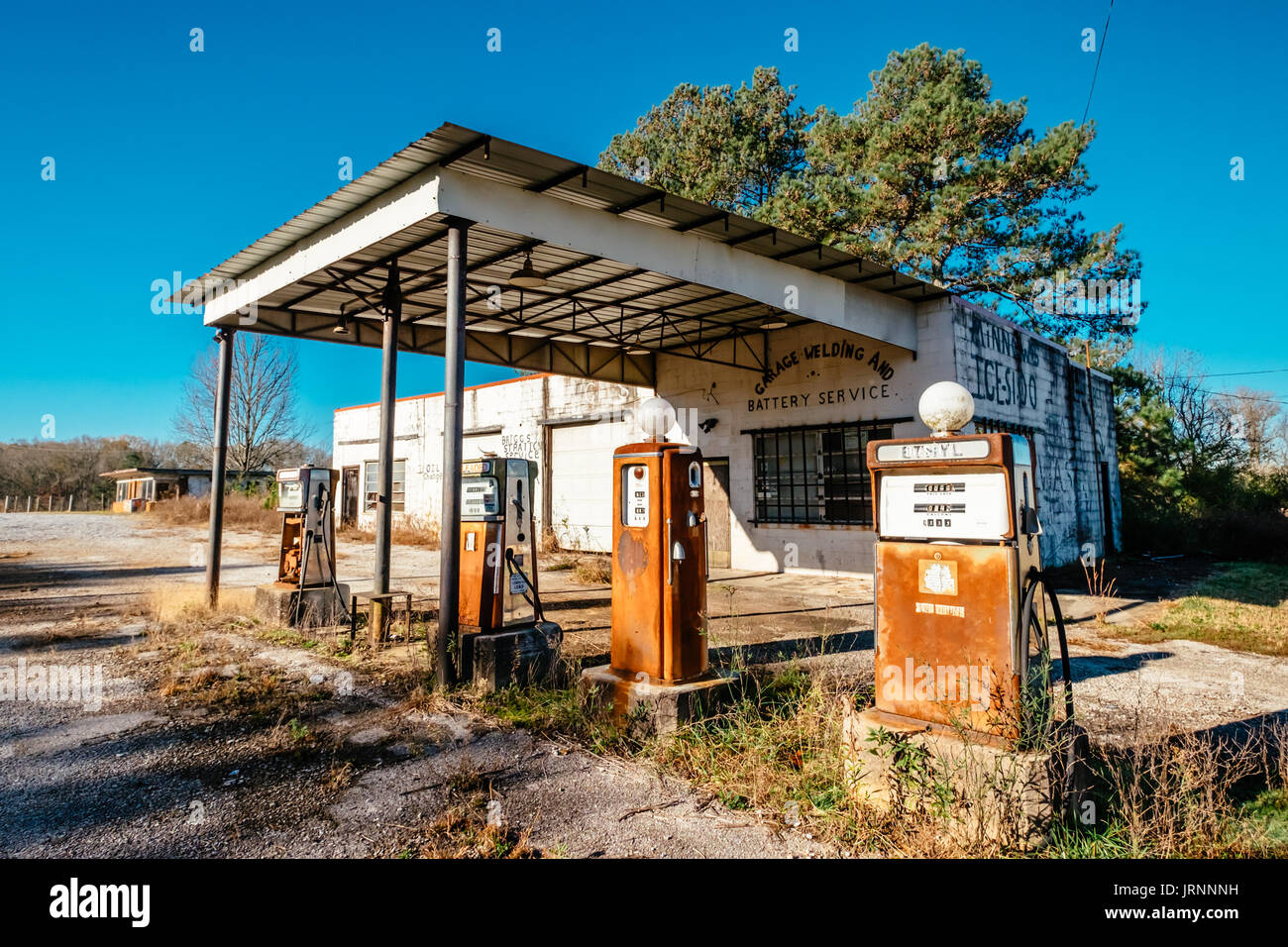 An Old Abandoned Gas Station Along A Country Road In Rural Alabama Stock Photo Alamy