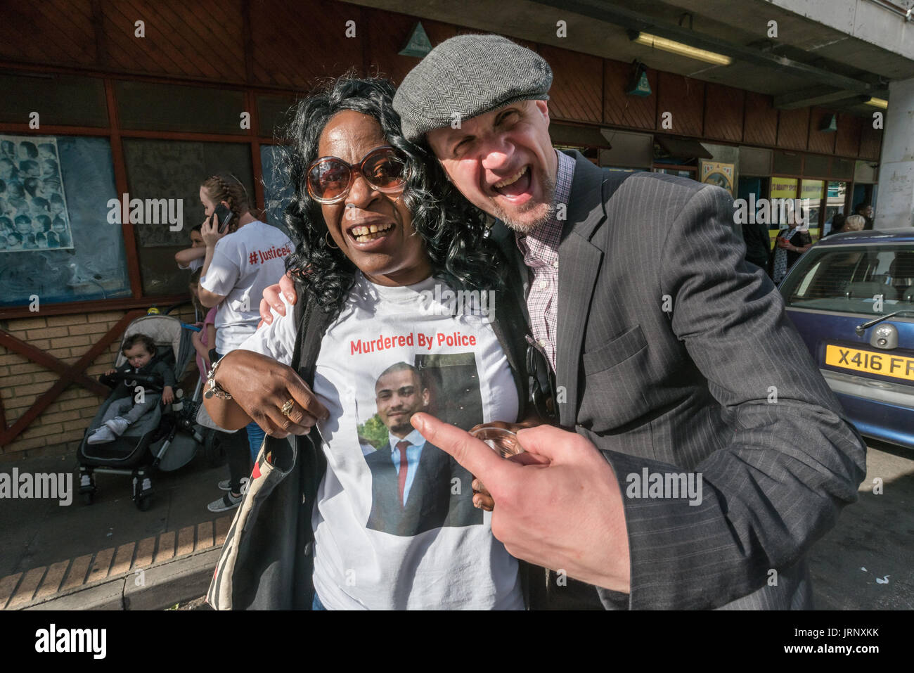 London, UK. 4th Aug, 2017. London, UK. 4th August 2017. The mother of Jermaine Baker, shot by police in 2015 at the start of the march from Broadwater Farm to a rally at Tottenham Police Station remembering the death of Mark Duggan on the sixth anniversary of his killing by police, and also the police killing of other members of the Tottenham community - Cynthia Jarrett, Joy Gardner, Roger Sylvester, Mark Duggan and Jermaine Baker and the recent murders of Rashan Charles, Darren Cumberbatch and Edson Da Costa. Led by Stafford Scott, there was poetry, a minute of silence and speeches from fa - Stock Image