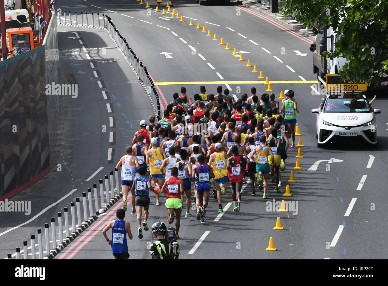 London, UK. 6th August 2017. IAAF World Championships.  Saturday. Mens Marathon through central London landmarks. On the Embankment. Credit: Matthew Chattle/Alamy Live News - Stock Image