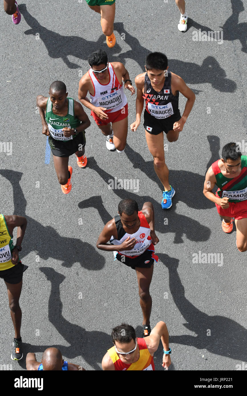 London, UK. 6th August 2017. IAAF World Championships.  Saturday. Mens Marathon through central London landmarks. On the Embankment. Credit: Matthew Chattle/Alamy Live News - Stock Image
