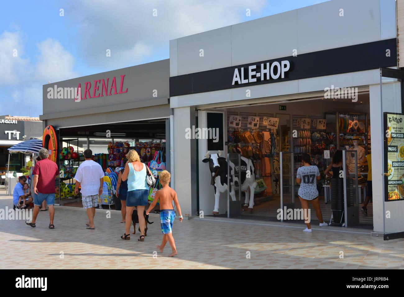aa9759aa2 Outdoors Shops Spanish Stock Photos & Outdoors Shops Spanish Stock ...